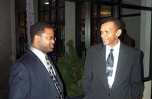 GM Maurice Ashley and IM-elect Stephen Muhammad conversing after having successfully completed the U.S. Chess Championship. Copyright © 2003, Daaim Shabazz.