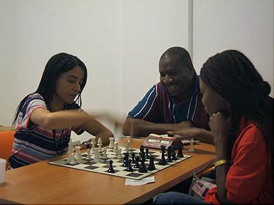 Former Nigerian Women's Champion Sylvia Chidi plays blitz with Rosemary Amadasun, current Nigerian champion and 1st board of the 2006 Olympiad team. Kunle Elegbede watches. Photo by Kunle Elegbede.