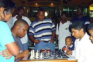 Jomo Pitterson battling Shane Matthews in Blitz Championship. Pitterson won 13-10. Copyright © 2001, Jamaica Chess.com.