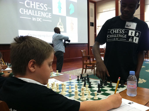 Josh Colas makes move on simul participant. Photo by WTOP Photo/Andrew Mollenbeck.
