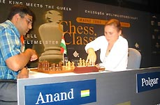GMs Viswanathan Anand and Judit Polgar battle in Mainz Rapid 2003. Photo by Franz Jittenmeier (www.echecs.international.com)