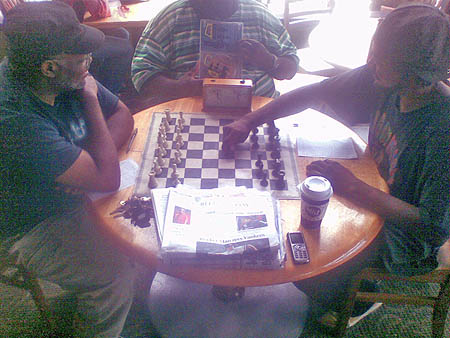 Tony Kimbrough watches Lionel Davis play 1.e5! with black in the 1st 'ultra' game. Photo courtesy of Lionel Davis.
