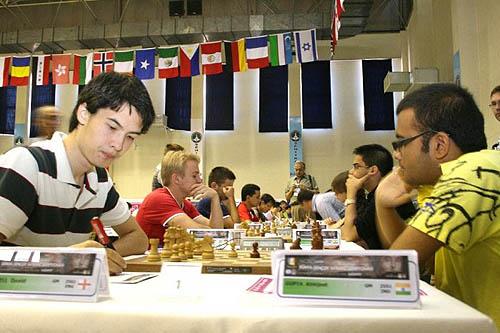 David Howell (England) battling Abhijeet Gupta (India) for the title. Arik Braun (Germany) battles Parimarjan Negi (India) on board #2.