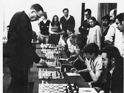 Dr. Max Euwe's giving a simul on his 1974 trip to South Africa. Photo courtesy of Keith Rust