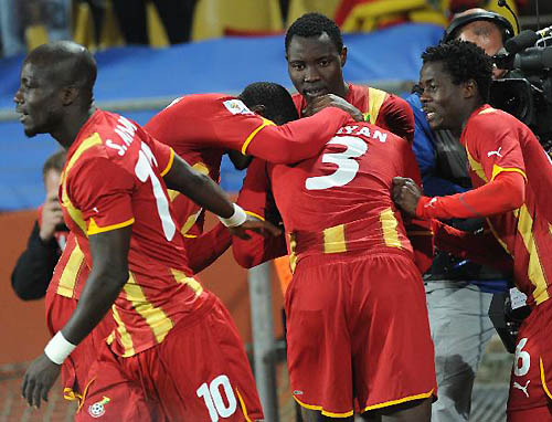 Asamoah Gyan (C) of Ghana celebrates with teammates after scoring in extra time during the 2010 World Cup round of 16 soccer match against the United States at Royal Bafokeng Stadium in Rustenburg, South Africa, on June 26, 2010. (Xinhua/Li Ga).