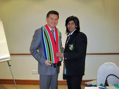 FIDE President Kirsan Ilyumzhinov is presented with a South African scarf by President of South Africa Chess Federation Ms. Emelia Ellappen.