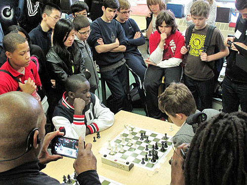 Justus Williams taking on his first 2800-level player in Magnus Carlsen. Photo by Elizabeth Spiegel.