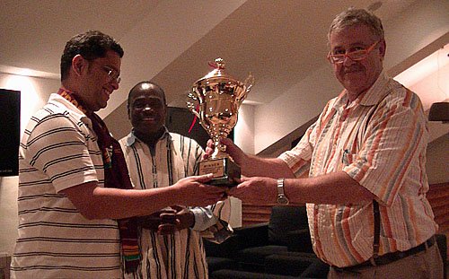 GM Sriram Jha receives winner's trophy.