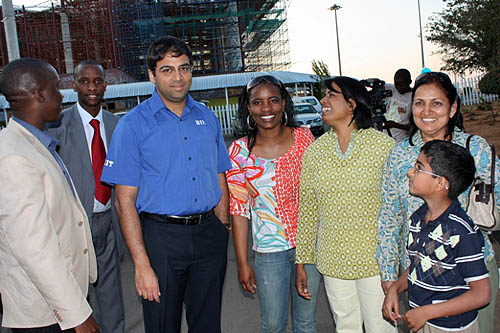 Anand poses with Tshepiso Lopang (center) and host of admirers. President of Botswana Federation stands on the left. Photo by Booster Galesekegwe.