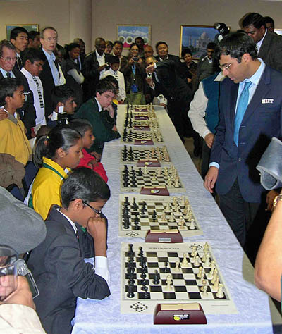 Anand giving a simultaneous exhbition to school children.
