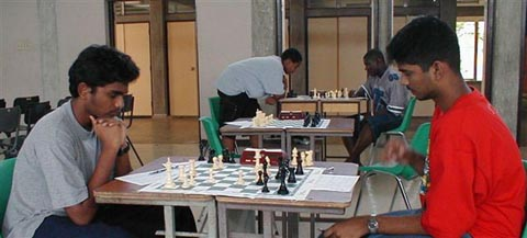 Muralidhar Areti (BAR) vs. Imran Hosein (TRI). Copyright © 2002, Barbados Chess Federation.