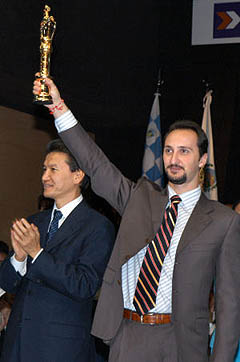 Veselin Topalov triumphantly hoisting his championship trophy in great splendor for all to see. Photo by ChessBase.com.