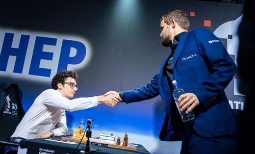 Fabiano Caruana greets Magnus Carlsen before round three