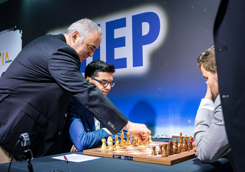 Garry Kasparov makes opening move in Giri-Carlsen prior to the beginning of the second Grand Chess Tour event in Zagreb, Croatia.