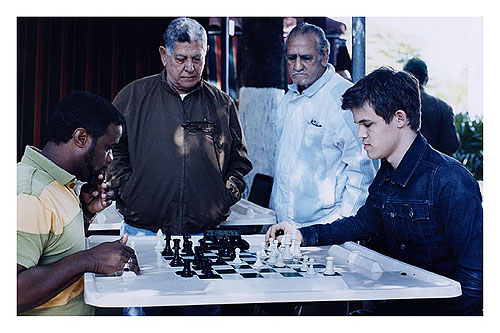 Blitz Carlsen blitzing with a fan.