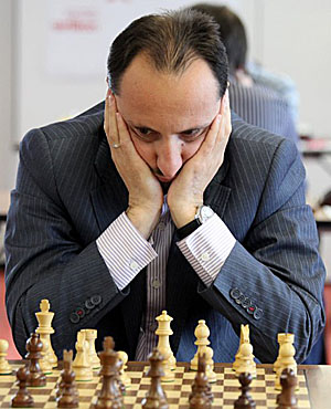 Topalov shares lead with Morozevich. Is he back?