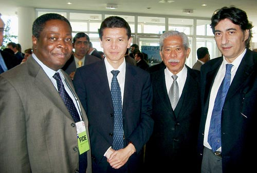 (from left to right) Emmanuel Omuku, Executive Director; Kirsan Iljumzhinov, President; Florencio Campomanes, Honorary President, Georgios Makropoulos, Deputy President. Copyright © Jerry Bibuld, 2002.
