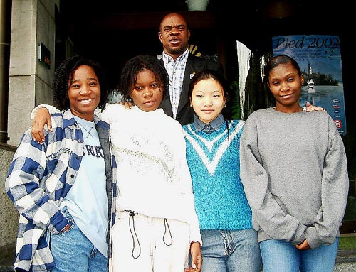 Jamaica's Women's Team. (front row, from left to right) Maria Palmer (Bd. 1), Deborah Richards (Bd. 2), Zhu Hui (Bd. 3) and Vanessa Thomas (Bd. 4); (in the rear) Ian Wilkinson (captain). Copyright © Jerry Bibuld, 2002.