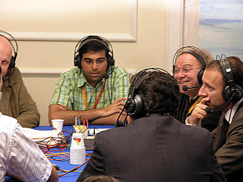 Viswanathan Anand giving an interview to the Spanish radio… probably after he just crushed somebody.