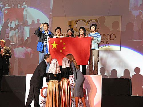 China wins again! (L-R) Ye Jiangchuan (captain), Xie Jun, Xu Yuhua, Zhao Xue, Huang Qian