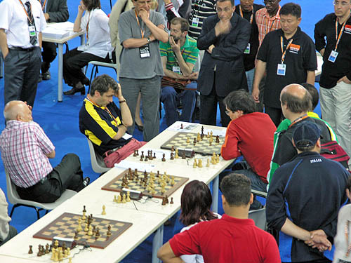 The Ukraine's Vassily Ivanchuk blitzing it out with Scotland's Robert Markus. Copyright © 2006, Daaim Shabazz.