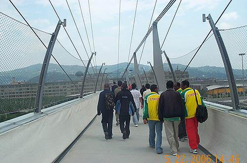 … across the looong bridge...  Copyright © 2006, Daaim Shabazz.