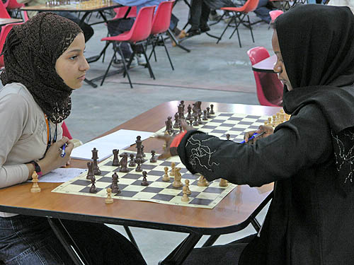 Qatari players analyzing. Copyright © 2006, Daaim Shabazz.