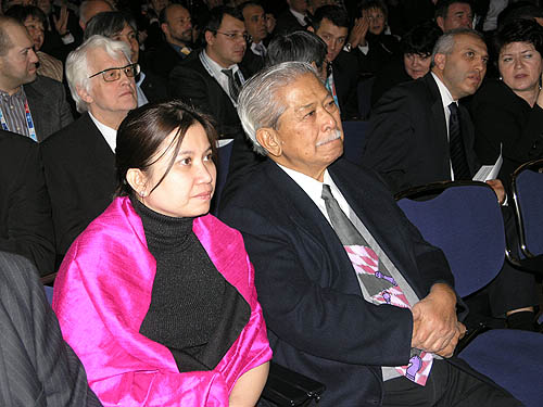 Honorary FIDE President Florencio Campomanes and wife Lace. Photo by Daaim Shabazz.