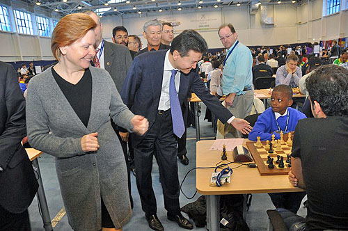 11-year old Eli Louise of the Seychelles being greeted by FIDE President, Kirsan Ilyumzhinov. Photo by ugra-chess.com.
