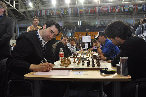 Russia vs. USA turned out to be anti-climatic as Kramnik company were poor hosts.  Photo by ugra-chess.com.