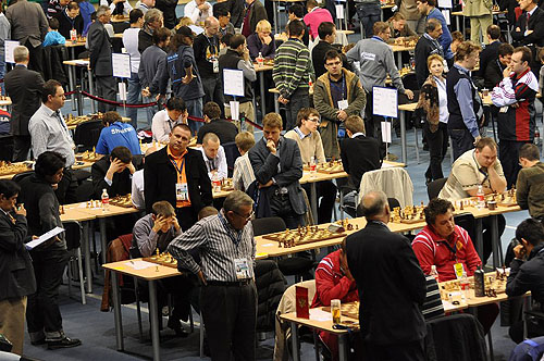 Heated battles in Round #6. Photo by ugra-chess.com.