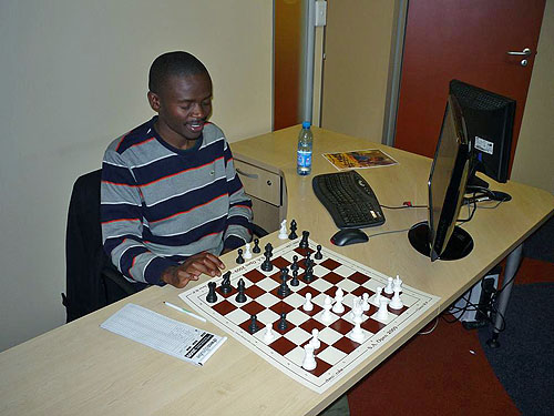 GM Amon Simutowe at 2009 South African Open. Photo by Mark Levitt.