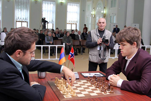 GM Levon Aronian about to play 1.d4 against GM Magnus Carlsen. Photo by ChessPro.