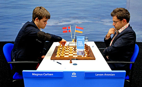 Magnus Carlsen won against Levon Aronian, but the two share joint 1st after four rounds. Photo by Frits Agterdenbos of ChessVista.