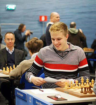 Richard Rapport has quite a bit to smile about so far. Photo by tatasteelchess.com.