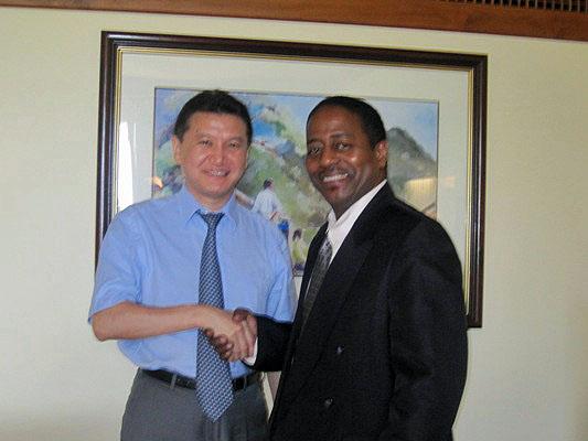 Kirsan Ilyumzhinov with Trinidad and Tobago President, Quinton Cabralis