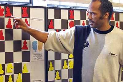 Emory Tate analyzing his first round win over Varuzhan Akobian.