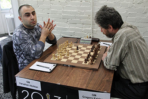 GM Varuzhan Akobian vs. GM Gregory Kaidanov, 1-0.