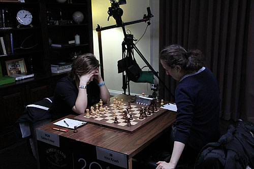 Irina Krush (right) was unable to break through against Sabina Foisor. Her lead has been whittled to a mere half-point.
