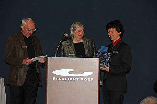 GM Alejandro Ramirez receives prize from Rex and Jeannie Sinquefield.