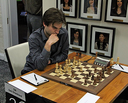 GM Samuel Shankland on the move against Yaacov Norowitz.