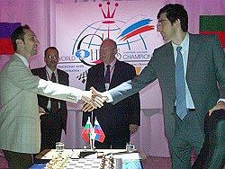 Veselin Topalov and Vladimir Kramnik shake hands before Game Six.