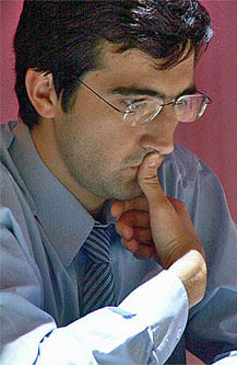 Vladmir Kramnik eased doubts of his psychological endurance. Photo from worldchess 2006.com.