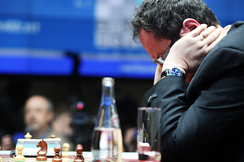 Gelfand trying to find a way. Photo by Alexey Yushenkov.