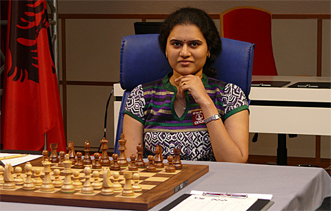 A relaxed Koneru Humpy before Game #2. Photo by Frederic Friedel (ChessBase).