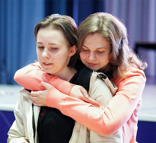 Mariya and sister Anna after advancing to the final.