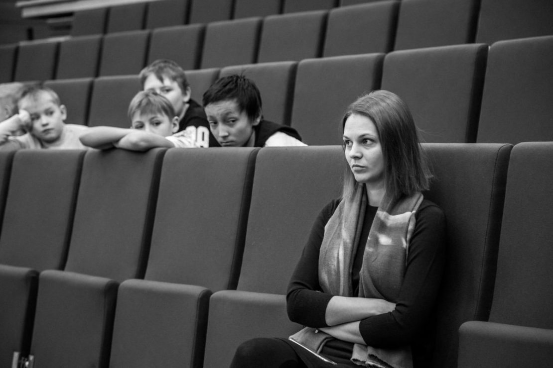 Anna Muzychuk watching her sister, Mariya battle against Kateryna Lagno. Photo by ugra2018.fide.com.