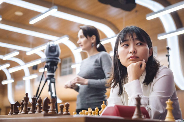 Ju Wenjun preparing while Kateryna Lagno lurks in the shadows. Photo by ugra2018.fide.com.