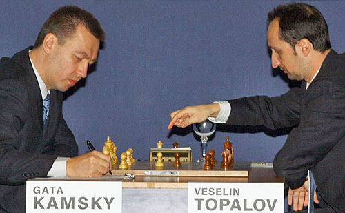 Gata Kamsky recording Veselin Topalov's move in game #2. Topalov won. Photo by www.wccc2009.com.