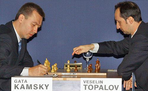 Gata Kamsky recording Veselin Topalov's move in game #2. Topalov won. Photo by www.wccc2009.com.
